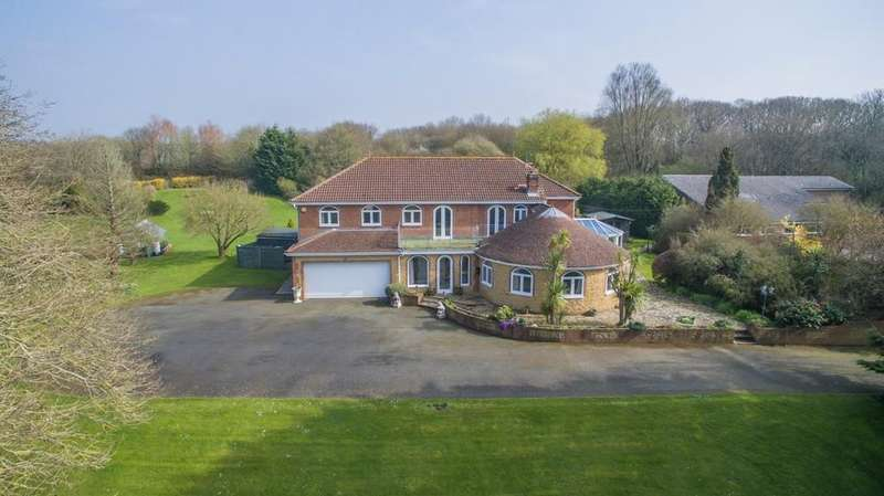 5 Bedrooms Detached House for sale in Large outbuilding available by separate negotiation. Cowes