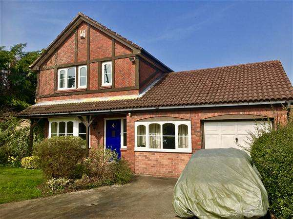 4 Bedrooms Detached House for sale in Montrose Close, Macclesfield