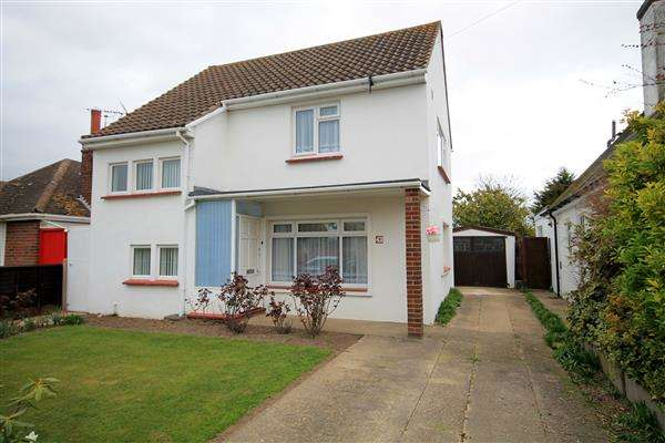 3 Bedrooms House for sale in Gainsford Avenue, East Clacton