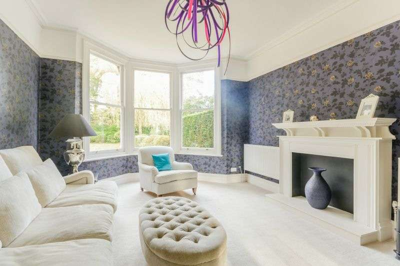 7 Bedrooms Semi Detached House for sale in Nottingham Road, Heronsgate, Hertfordshire WD3
