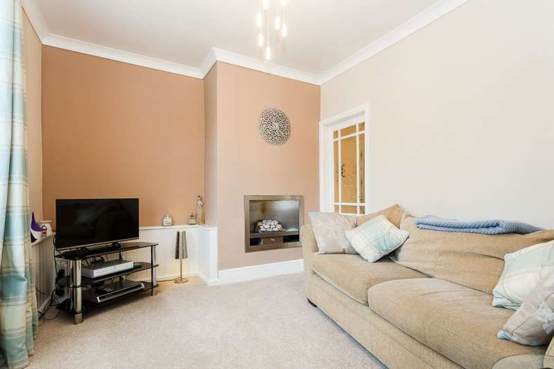 2 Bedrooms Terraced House for sale in Carlinghow Lane, Batley, WF17 8EN