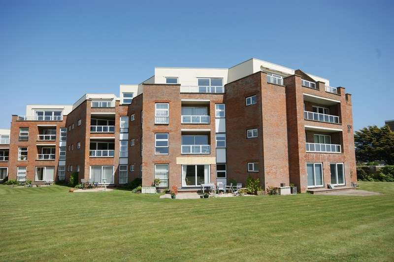 3 Bedrooms Penthouse Flat for sale in Pless Road, Milford On Sea, Lymington