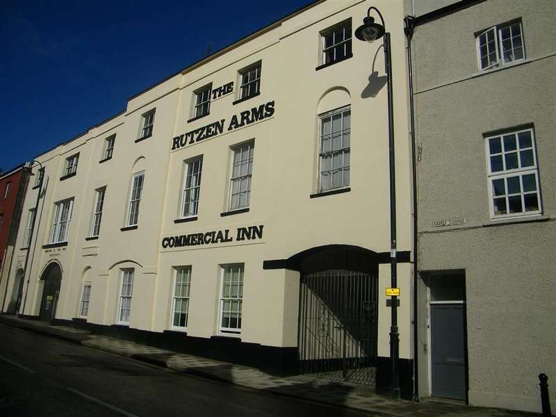 2 Bedrooms Flat for sale in De Rutzen, Narberth, Pembrokeshire