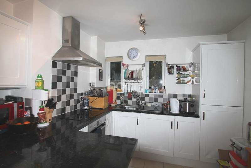 3 Bedrooms Semi Detached House for sale in Desborough Crescent