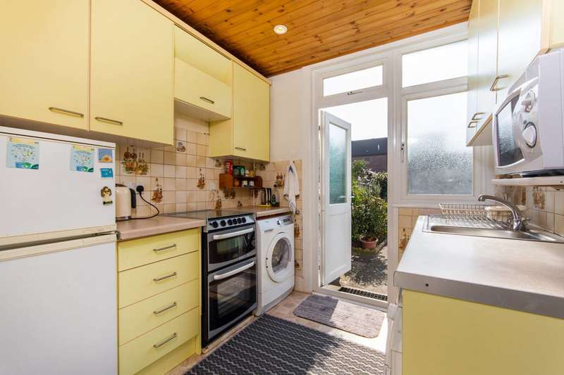 3 Bedrooms Terraced House for sale in Fir Tree Avenue, Mitcham, CR4