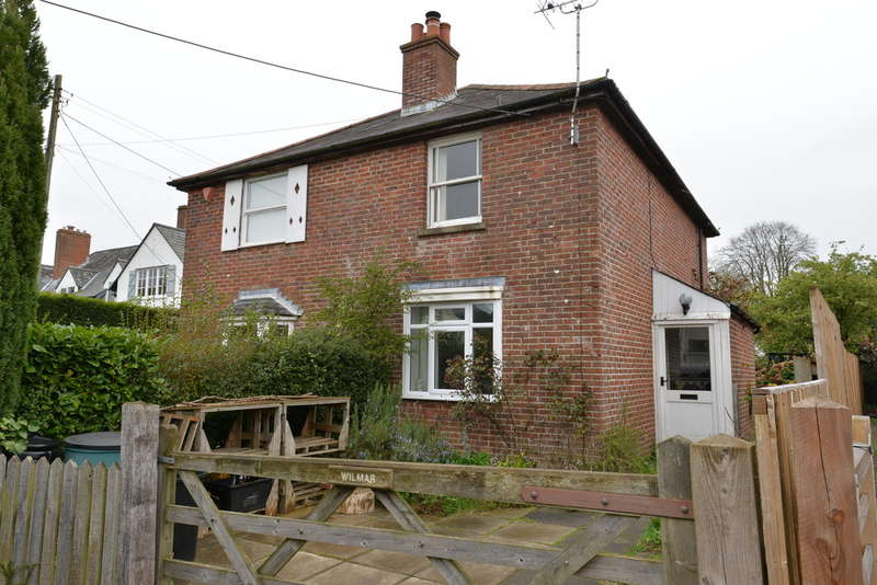 2 Bedrooms Semi Detached House for sale in Manchester Road, Sway