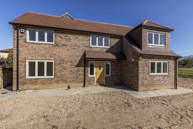 4 Bedrooms Detached House for sale in Soake Road, Denmead PO7
