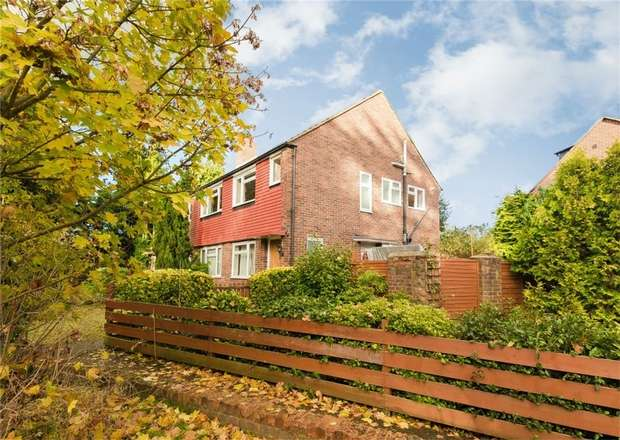 3 Bedrooms Maisonette Flat for sale in High Trees, Pinewood Road, Iver Heath, Buckinghamshire