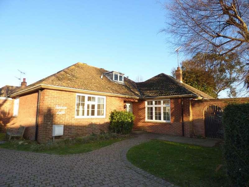 3 Bedrooms Detached Bungalow for sale in Cardinals Drive, Pagham, Bognor Regis PO21
