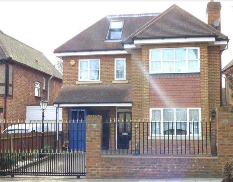 5 Bedrooms Detached House for sale in The Grove , Isleworth, TW7