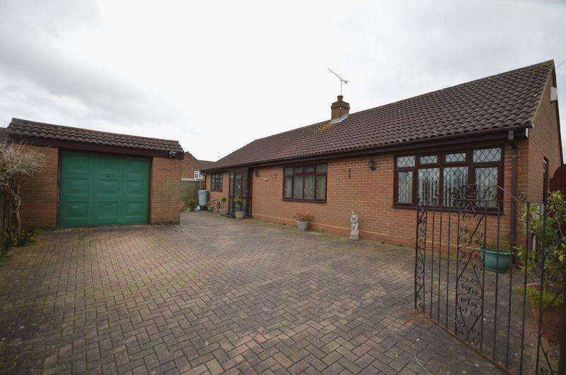 3 Bedrooms Detached Bungalow for sale in Ashfield Way, Luton