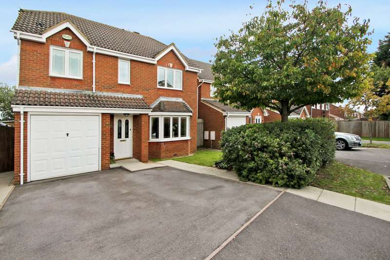 4 Bedrooms Detached House for sale in Aspen Gardens, Ashford, TW15