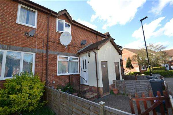 2 Bedrooms Terraced House for sale in Grasmere Close, Feltham