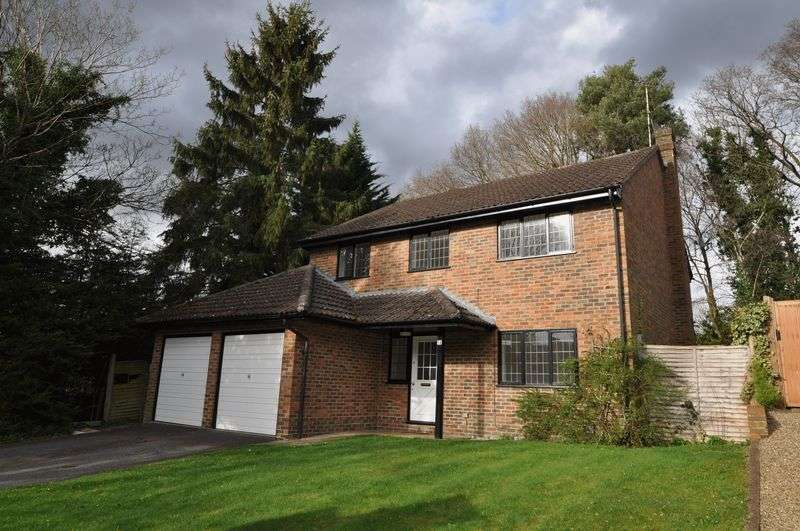 4 Bedrooms Detached House for rent in Merrywood Park, Camberley