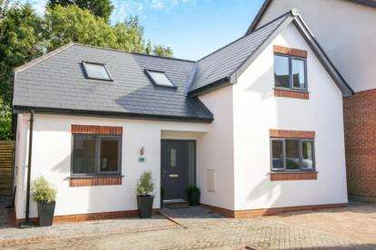 4 Bedrooms Detached House for sale in Village Close, Weaverham, Northwich, Cheshire