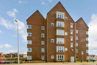 2 Bedrooms Flat for sale in Marlborough Court, Ayr