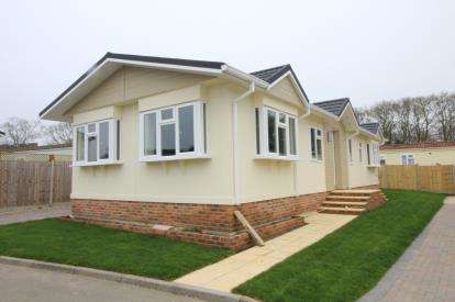2 Bedrooms Mobile Home for sale in Stopples Lane, Hordle, Lymington