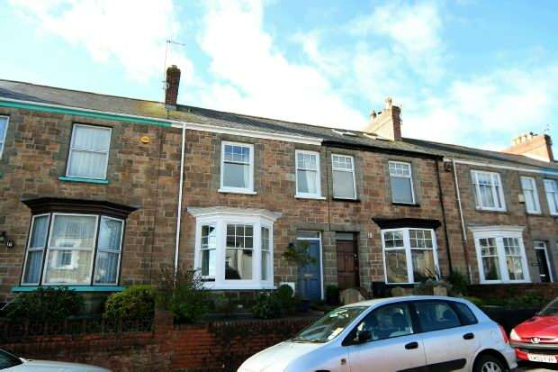 4 Bedrooms Terraced House for sale in The Crescent, Truro