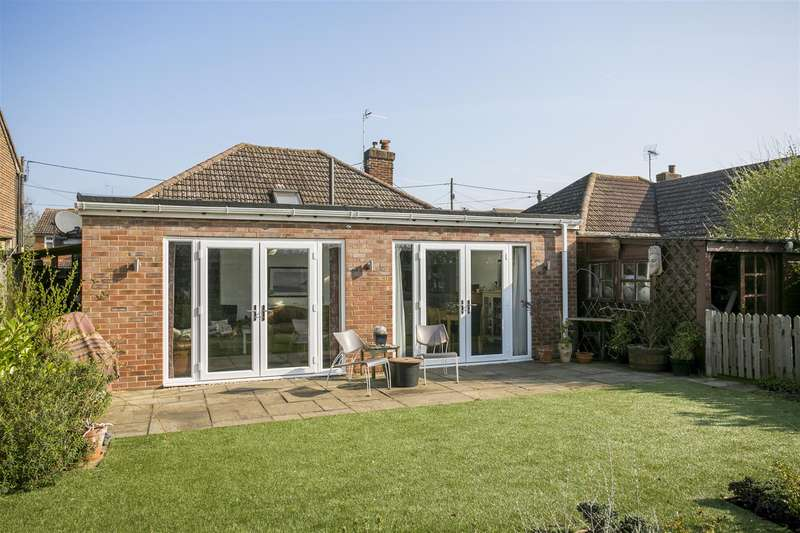 3 Bedrooms Bungalow for sale in Brook Road, Larkfield, Aylesford