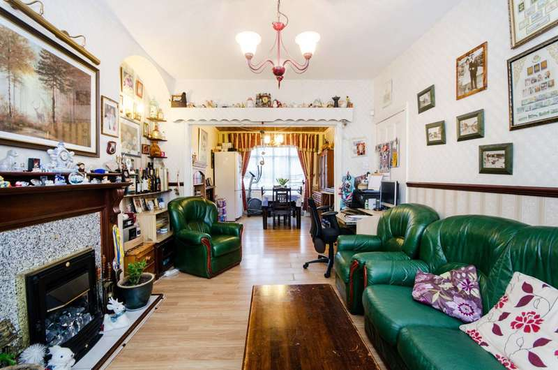 3 Bedrooms Terraced House for sale in Broadview Road, Streatham Vale, SW16