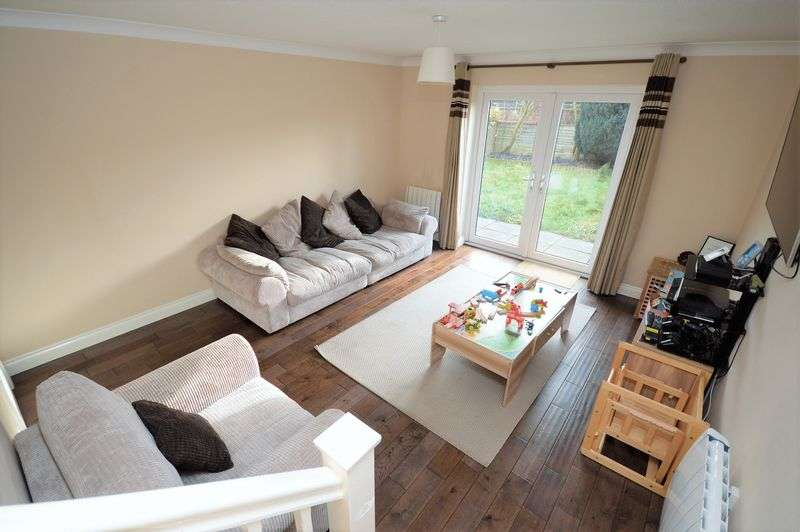 2 Bedrooms Property for sale in Stone