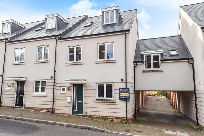 4 Bedrooms Town House for sale in Peggs Way, Limes Park, Basingstoke, RG24