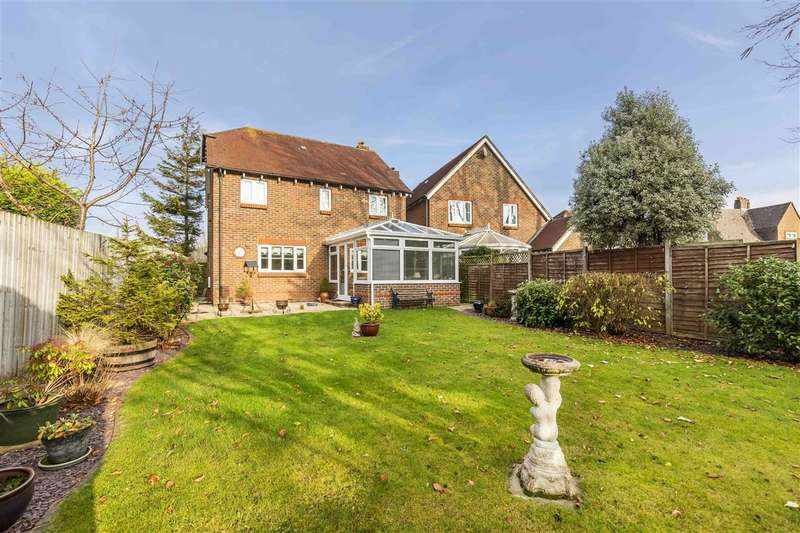 4 Bedrooms Detached House for sale in Boxgrove