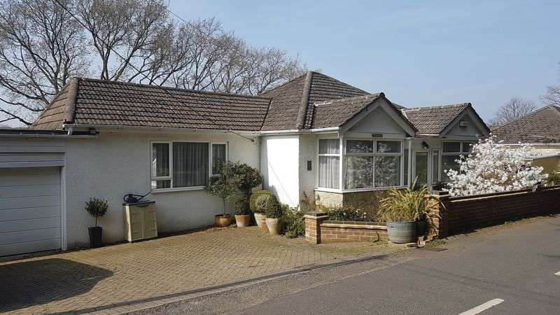 3 Bedrooms Detached Bungalow for sale in School Road, Bursledon
