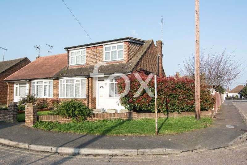4 Bedrooms Semi Detached House for sale in Craven Close, Rochford