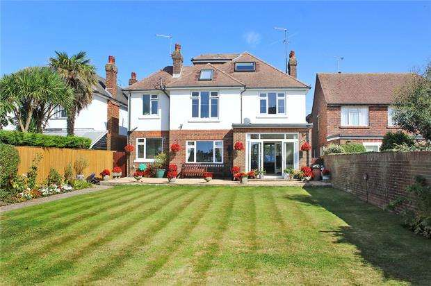 5 Bedrooms Detached House for sale in Parkside Avenue, Littlehampton, West Sussex, BN17