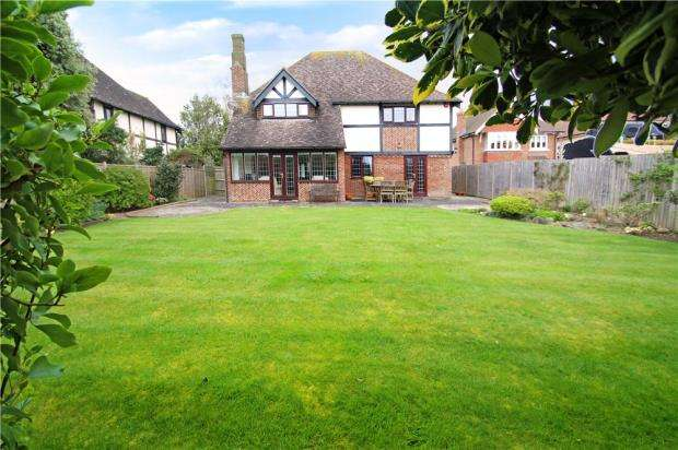 4 Bedrooms Detached House for sale in Woodbridge Park, East Preston, West Sussex, BN16