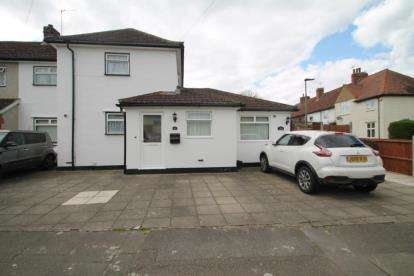 4 Bedrooms Semi Detached House for sale in Manor Way, Bromley