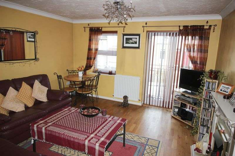 2 Bedrooms Flat for sale in Diana Road, Chatham