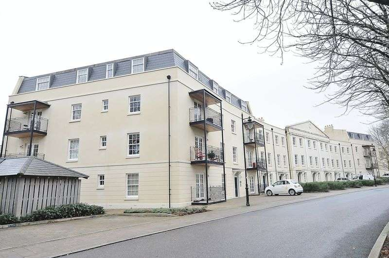 1 Bedroom Flat for sale in Mount Wise Crescent, Plymouth. One Bedroom Top Floor Apartment