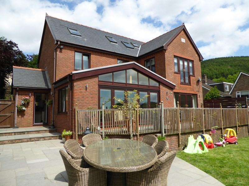 6 Bedrooms Detached House for sale in Wyndham Street, Machen, Caerphilly