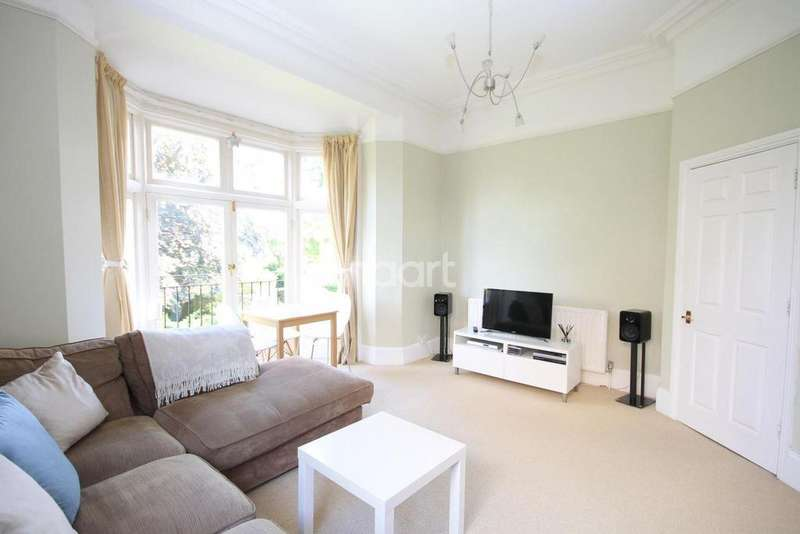 1 Bedroom Flat for sale in Knoll Road, Dorking, RH4