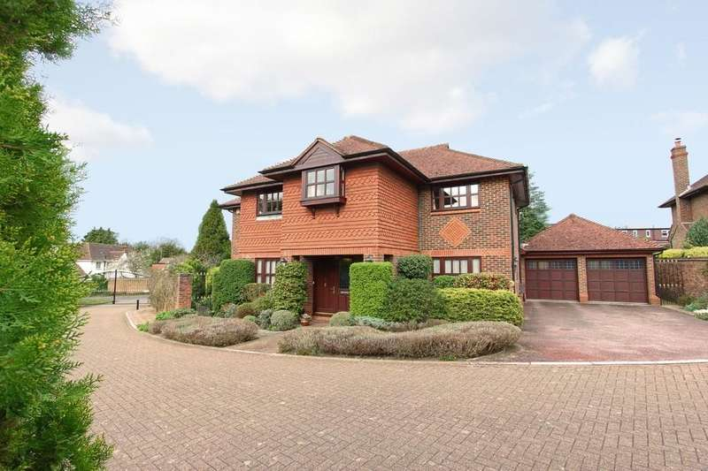 5 Bedrooms Detached House for sale in White Oaks, Banstead