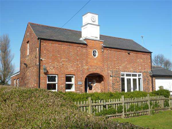2 Bedrooms Detached House for sale in THE COACH HOUSE, HOLMFIELD, STATION ROAD, NORTH THORESBY, GRIMSBY