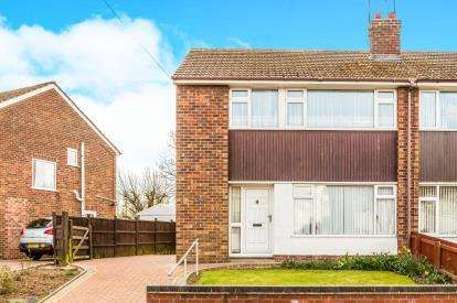 3 Bedrooms Semi Detached House for sale in Fairholme Drive, Mansfield, Nottinghamshire