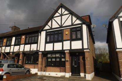 4 Bedrooms End Of Terrace House for sale in Buckhurst Hill, Essex