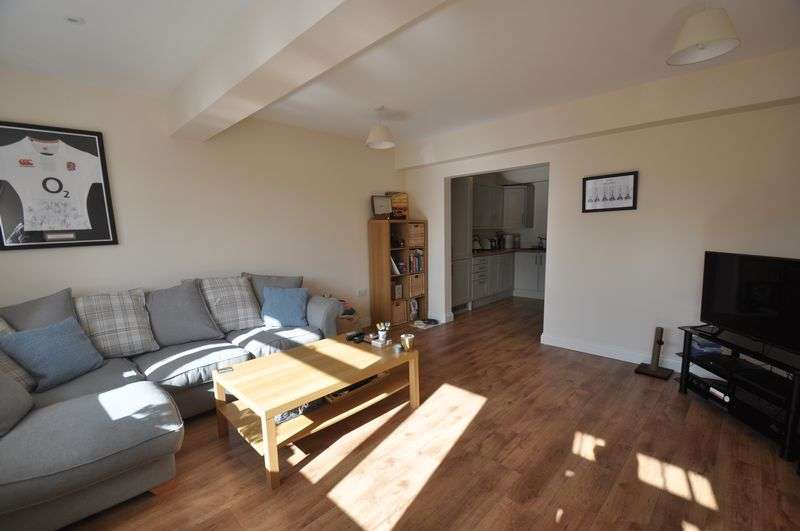 2 Bedrooms Flat for sale in Cove Road, Farnborough