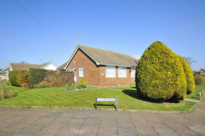 3 Bedrooms Bungalow for sale in Clyde Road, Worthing