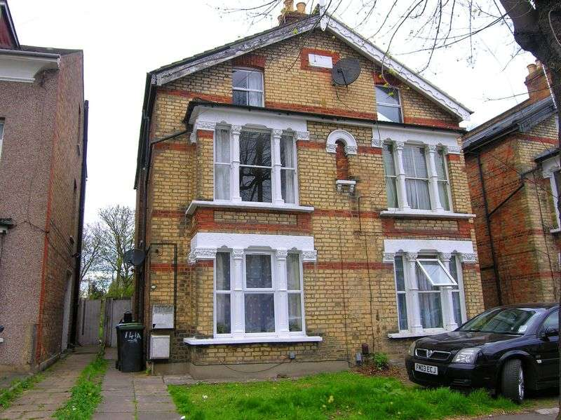 3 Bedrooms Flat for sale in Bowes Park, N22