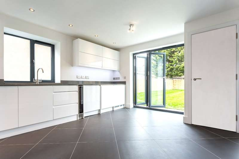 4 Bedrooms Semi Detached House for sale in Cheltenham