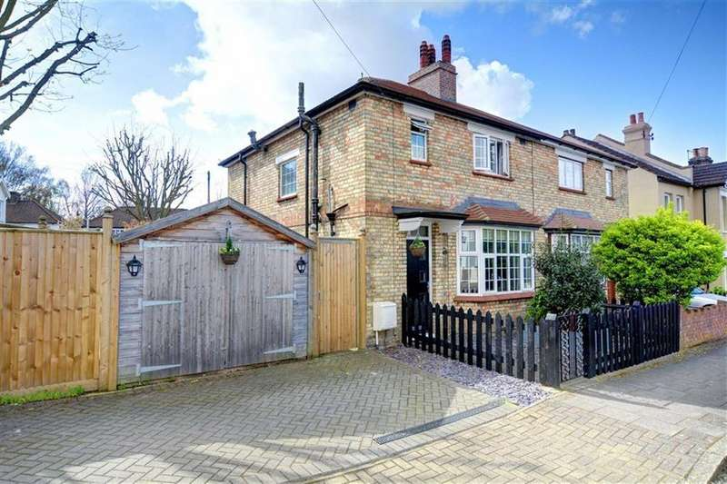 3 Bedrooms Semi Detached House for sale in Lansdowne Road, Bromley, Kent