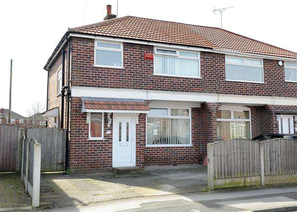 3 Bedrooms Semi Detached House for sale in 8 Windsor Avenue, Irlam M44 6HP