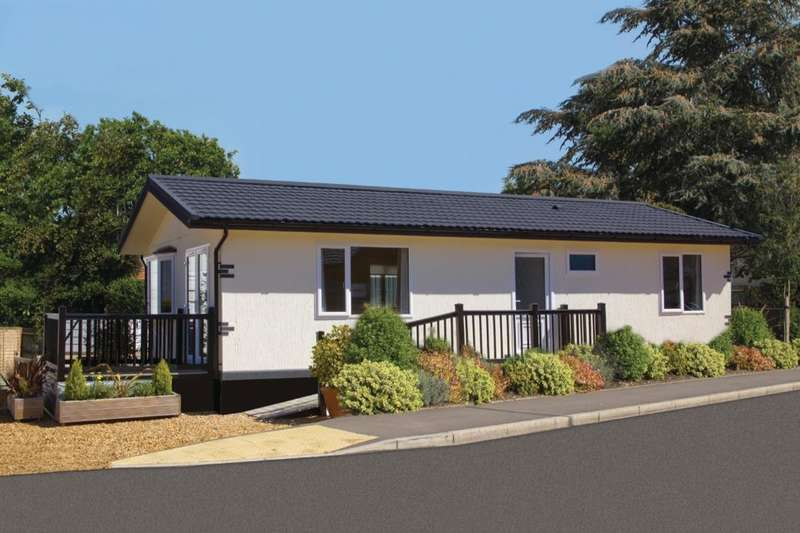 2 Bedrooms Detached Bungalow for sale in Langdale Harpswell Hill Park, Hemswell, Gainsborough, DN21