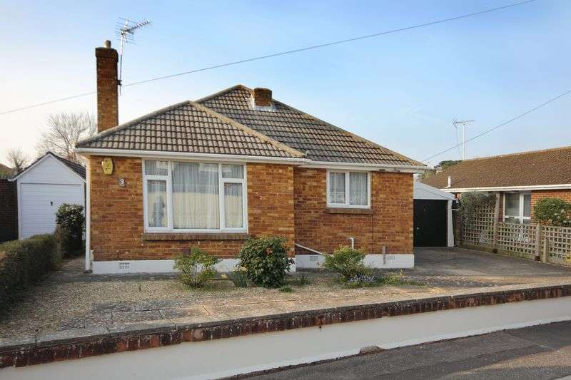 3 Bedrooms Detached Bungalow for sale in Stroud Gardens, Christchurch