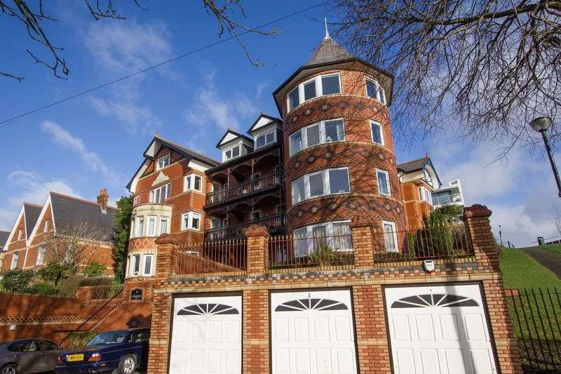 3 Bedrooms Flat for sale in Clive Crescent, Penarth