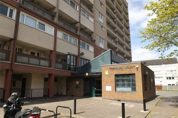 3 Bedrooms Maisonette Flat for sale in Phipps Bridge Road, Mitcham, Surrey